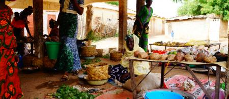 Women farmers sell their crops, Senegal. Photo: @Lancelot Ehode - IED Afrique/PRISE Senegal