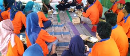 Community forum meeting in Sutojayan Village. Photo: Documentation of USAID APIK
