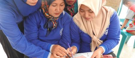 Community members in Sumberagung are involved in determining action to build resilience in their area. Photo: USAID APIK documentation