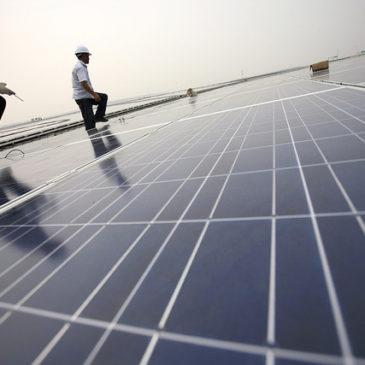 SHANGHAI HONGQIAO SOLAR ROOF INSTALLATION, The Climate Group/Flickr (CC BY-NC-SA 2.0)