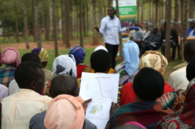 Discussing new types of climate information with farmers