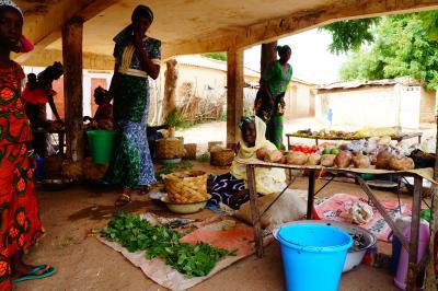 Women farmers sell their crops, Senegal. Photo: @Lancelot Ehode - IED Afrique/PRISE Senegal
