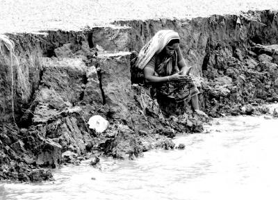 https://www.weadapt.org/sites/weadapt.org/files/bangladesh-river-erosion-affects-livelihoods-and-social-systems-1024x737_0.jpg