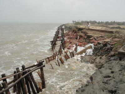 riverbank erosion in the Indian Bengal delta (photo: Shouvik Das)