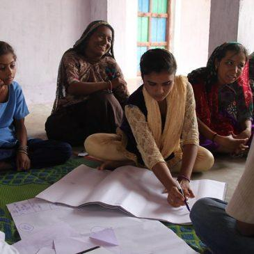Women mapping climate action. Credit: Red Cross
